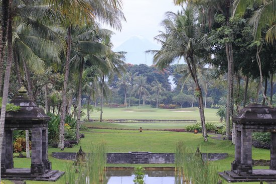 Hyatt Regency Yogyakarta : View of Mount Merapi and lovely gardens of Hotel
