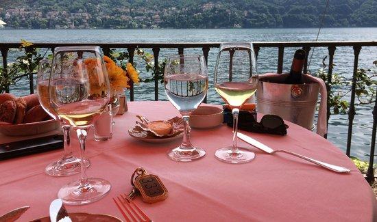 Villa d'Este : Mittagessen auf der Terrasse