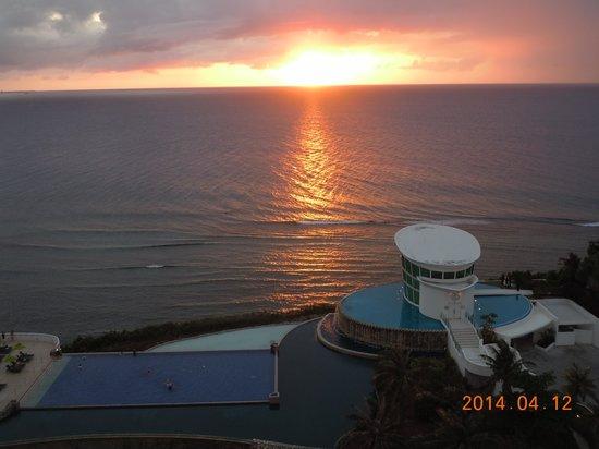 Sheraton Laguna Guam Resort: 初日に見れたサン・セット