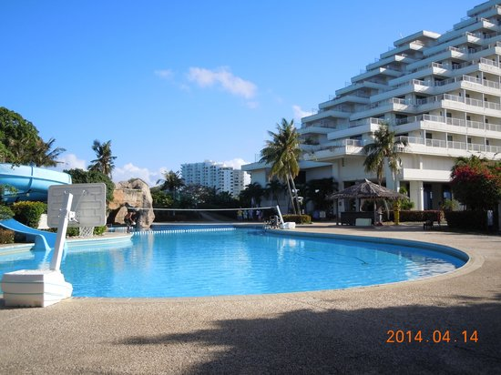 Sheraton Laguna Guam Resort: キッズ・プール、一生懸命清掃してました