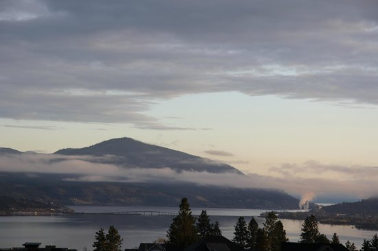 A Okanagan Lakeview B&B : view from our room (Mahogany)