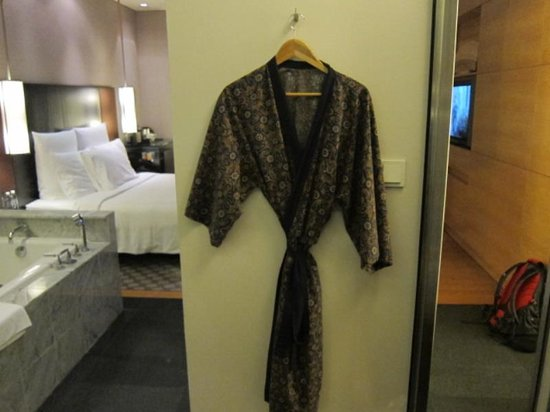 Hilton Kuala Lumpur : Fancy robe