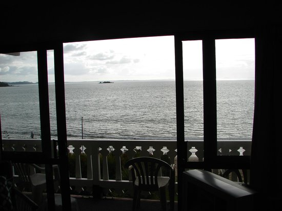 San Marino Motor Lodge: View of the sea from inside unit