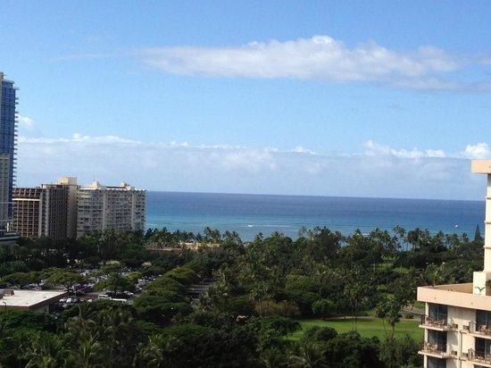 Ambassador Hotel Waikiki : 部屋を出た廊下からの眺め