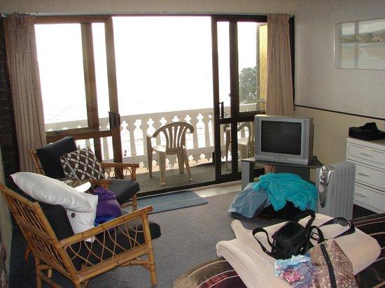 San Marino Motor Lodge: Living area