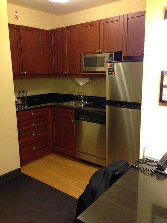 Residence Inn New York Manhattan/Times Square : Kitchenette