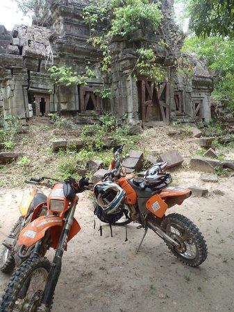 Siem Reap Dirt Bikes Day Tours : The bikes