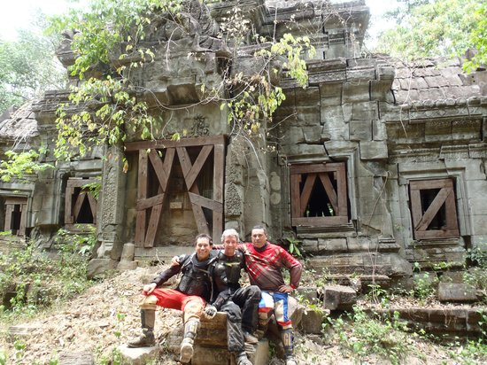 Siem Reap Dirt Bikes Day Tours : too remote temples with no other tourists