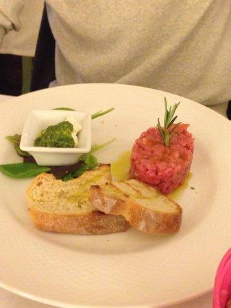 Canuleia : Tartare di manzo con buttata e pesto