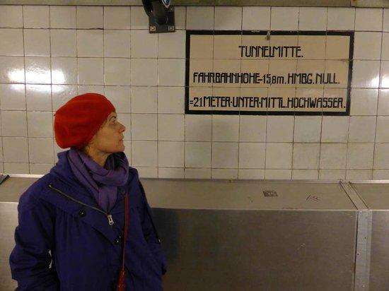 Alter Elbtunnel: Tunnelmitte