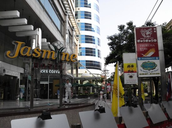 Jasmine City Hotel : スクンビット通りから