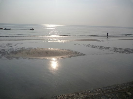 Wora Bura Resort & Spa : Tide going back out in the early morning