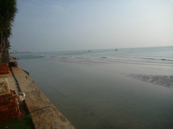 Wora Bura Resort & Spa : Beach early morning