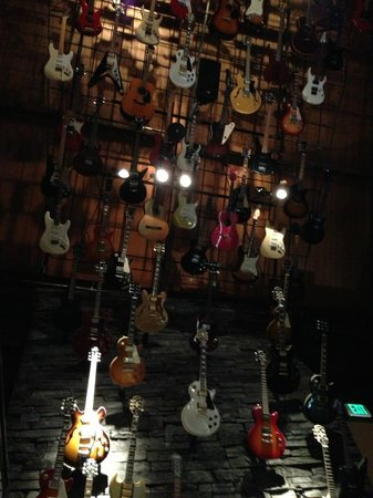 Hard Rock Cafe : ハードロックな店内