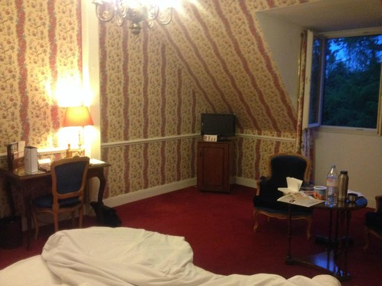 Chateau de L'ile: here is your luxary room !!!