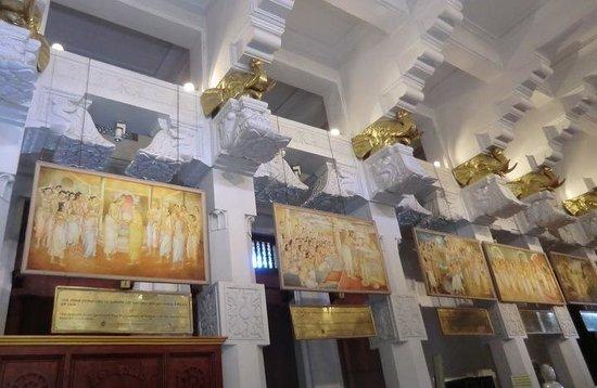 Temple de la Dent : 仏歯寺内部
