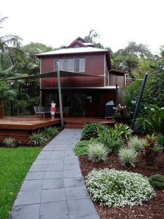 The Oasis Resort & Treetop Houses: Stunning grounds & facilities - gym downstairs with outside lounge/BBQ, kids playroom upstairs.