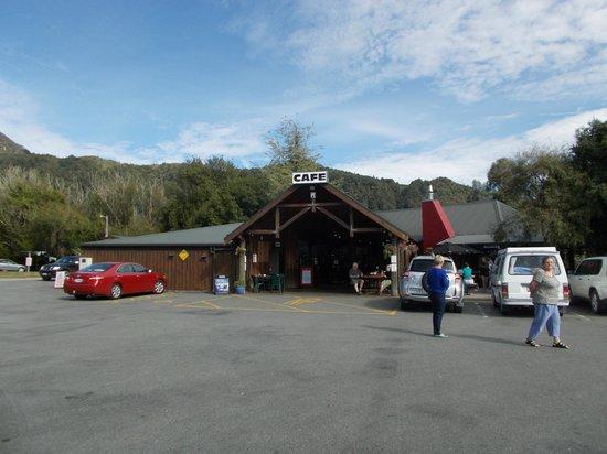 Beechwoods Cafe: the outside