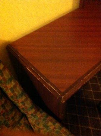 Comfort Inn Warren: Old Tables