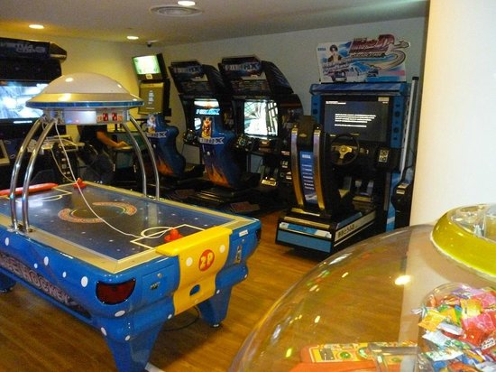 Shangri-La's Rasa Sentosa Resort & Spa: Games Room