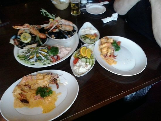 Crown Hotel: Big house Seafood platter for two - picture doesn't do it justice