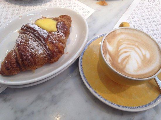 Panini Durini: Cappuccino e brioche alla crema (2,50€)