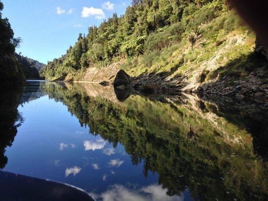 Whanganui River Adventures: Wanganui River Reflections III