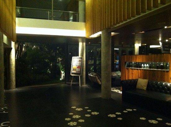 Fontana Hotel Bali : lobby area at night