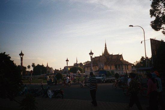 Sisowath Quay : Royal Palace Park