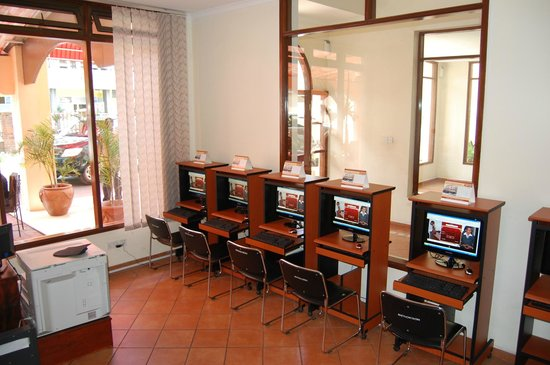 New Safari Hotel: Internet cafe