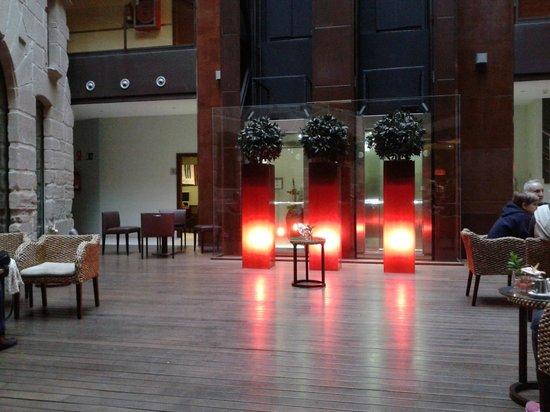 F&G Logrono : En la terraza interior del Hotel