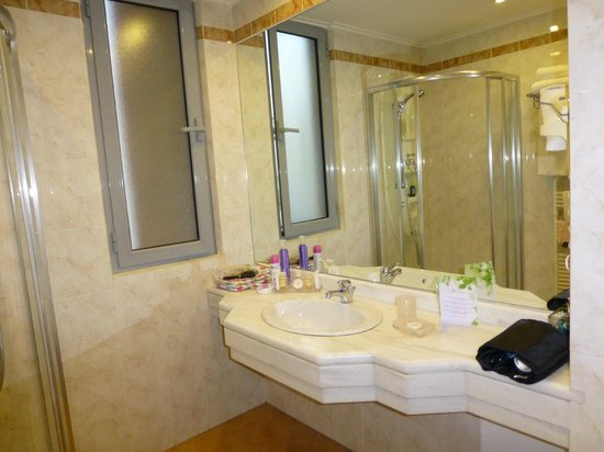 Athens Atrium Hotel & Suites: bathroom