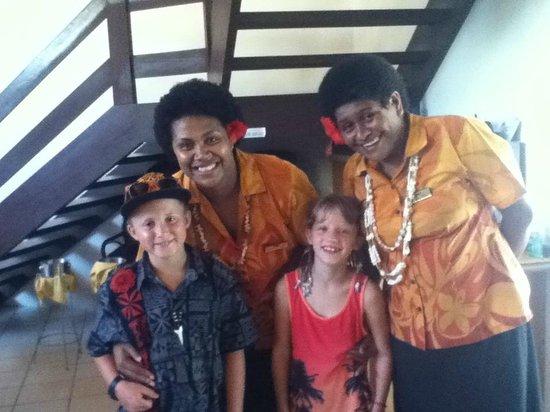 Bedarra Beach Inn : Staff with the kids
