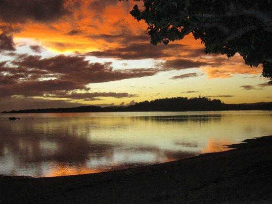 Bedarra Beach Inn : Sunset from just up the road