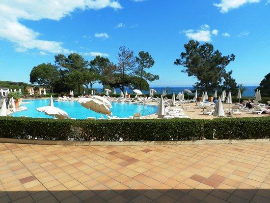 PortoBay Falesia : Un rayon de soleil sur la piscine face à la mer