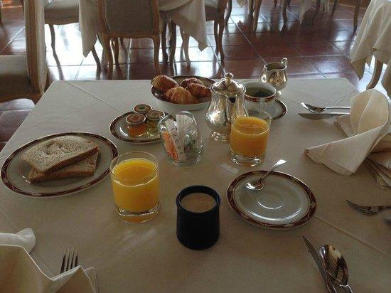Le Chateau de Taulane: petit dejeuner