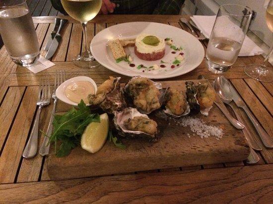 Duke of Marlborough Hotel: Oysters and tuna tartar