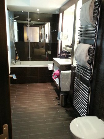 Hôtel Les Jardins de la Villa : Salle de bain