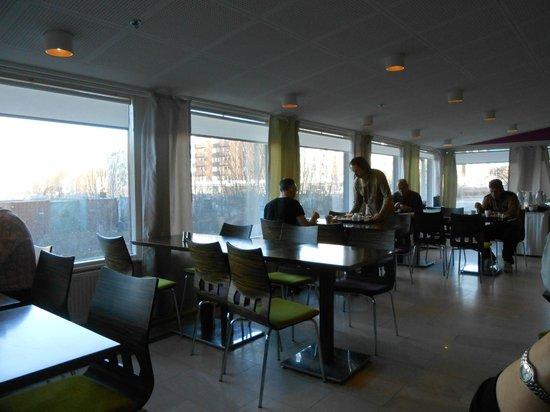 Ibis Styles Stockholm Jarva: breakfast area