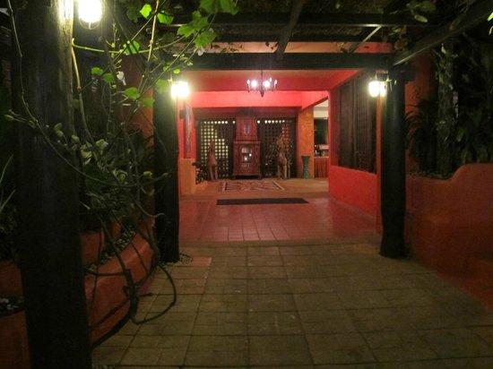 Baan Samui Resort : Entrance evening