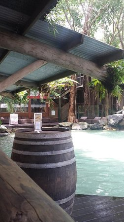 Ramada Resort Port Douglas: The entrance to the swim up bar