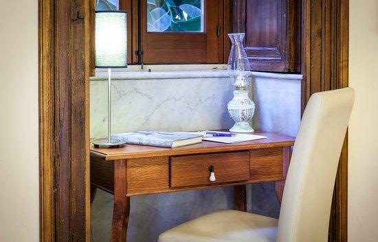 Hotel De Mohac : Particolare camera matrimoniale superior