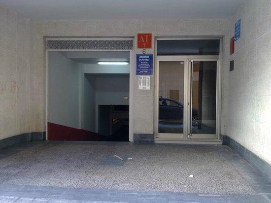 Apartamentos Playero: PUERTA ENTRADA EDIFICIO