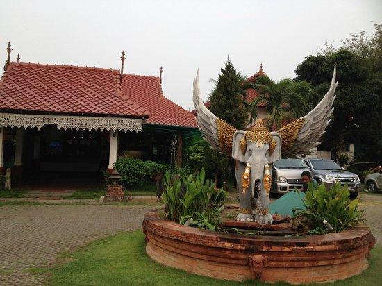 Karinthip Village: main hotel