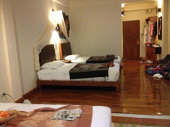 Karinthip Village: family room