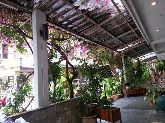 Karon View Resort : выход из отеля