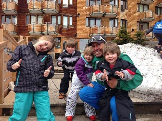 Ski with Ease - Ski School : Glenn with Erin 8, Thomas 6, Freya 4 & Dylan 2