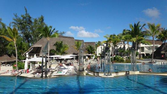Ambre Resort & Spa: Pool and bar