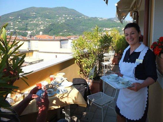 Hotel Firenze e Continentale La Spezia: Terrasse des Frühstücksraums
