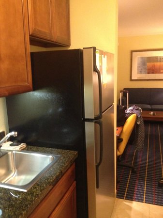 TownePlace Suites Tucson Williams Centre: Kitchenette with fridge but no kettle